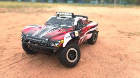 Traxxas Slash con cargador y 2 bodies