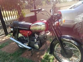 Moto antigua Yamaha yb 125CC