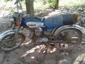 Moto Yamaha YB100 y Honda 90