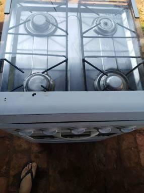Cocina a Gas de 4 Hornallas Color Blanco