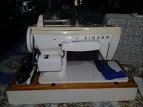 Maquina de Coser Singer 240