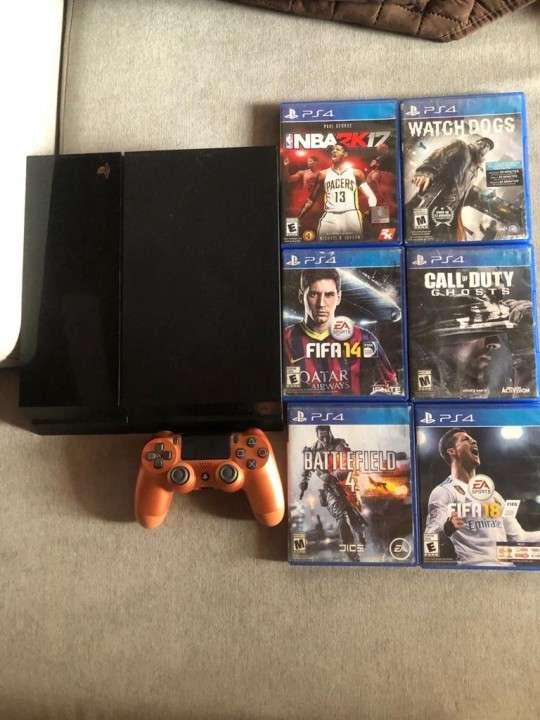 PS4 con 6 juegos y 1 control - 2