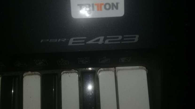 Teclado Yamaha PSR-E423 - 3