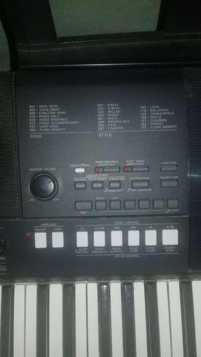 Teclado Yamaha PSR-E423 - 2