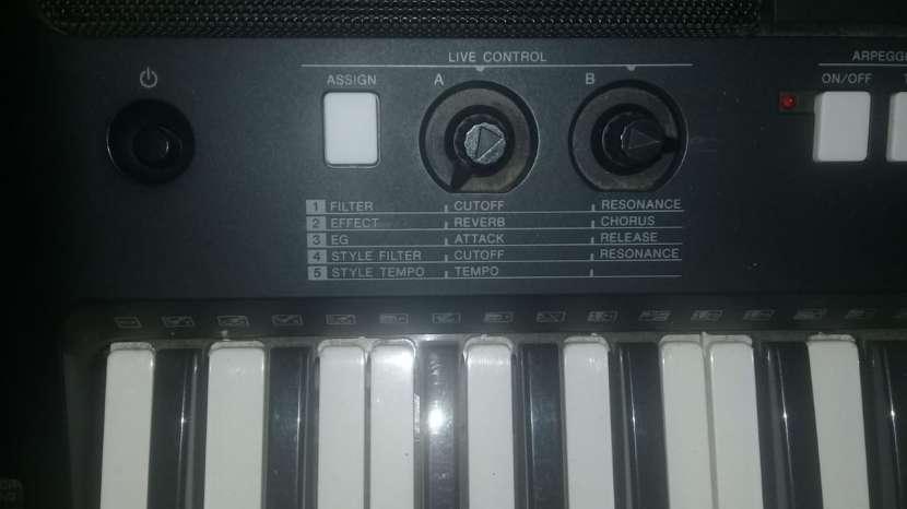 Teclado Yamaha PSR-E423 - 1