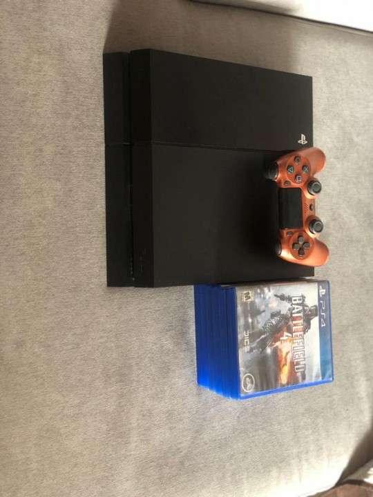 PS4 con 6 juegos y 1 control - 1