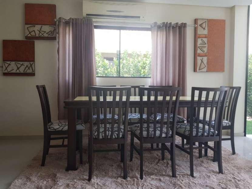 Mesa familiar 8 sillas con tapa de vidrio en color amarillo - 3