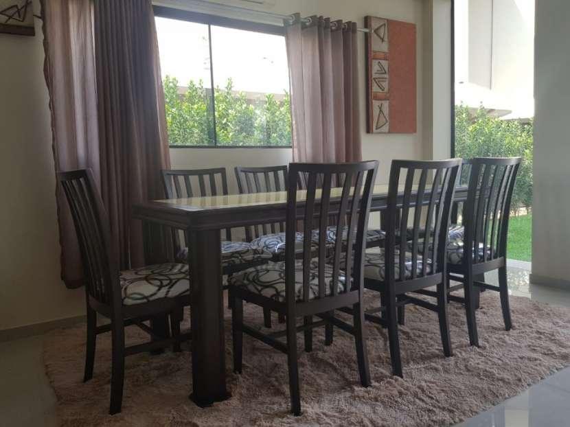 Mesa familiar 8 sillas con tapa de vidrio en color amarillo - 1