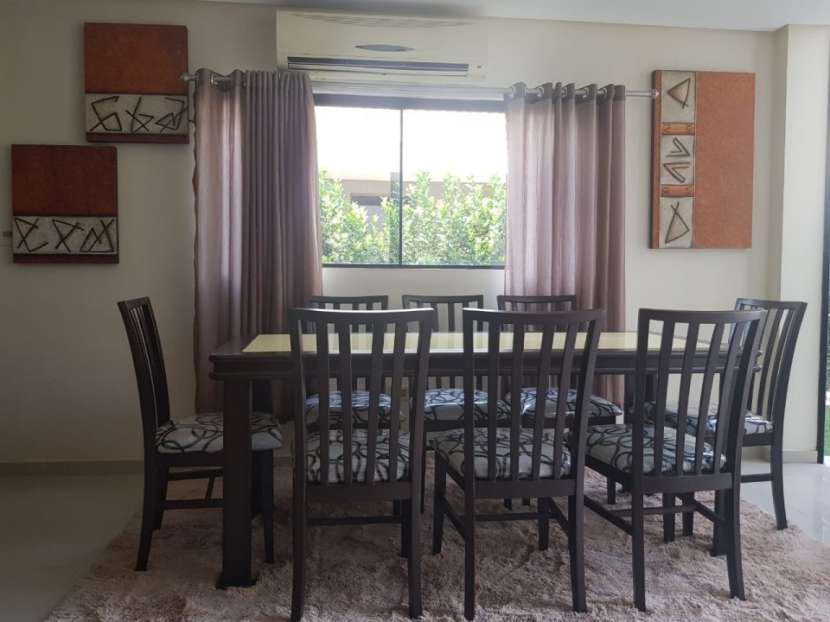 Mesa familiar 8 sillas con tapa de vidrio en color amarillo - 2