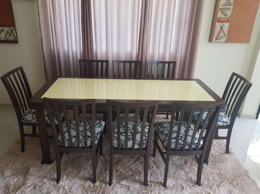 Mesa familiar 8 sillas con tapa de vidrio en color amarillo - 0
