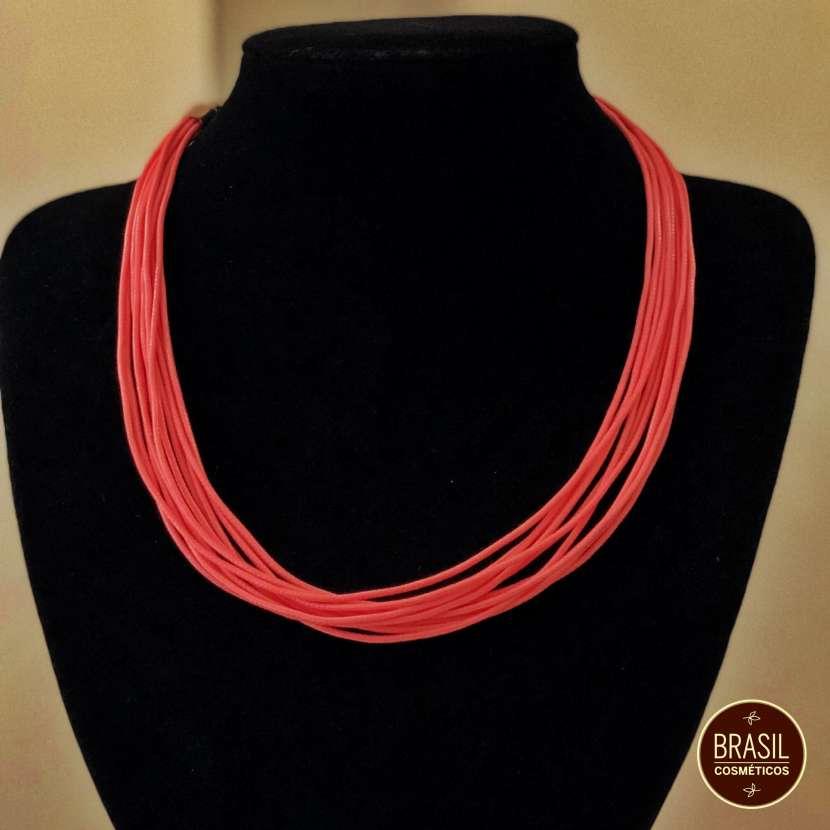 Collar de hilos de colores - 0