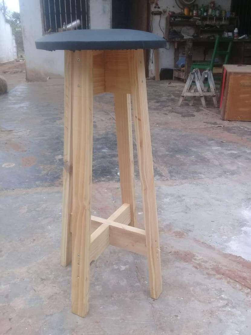 Butaca de madera con cuerina - 0