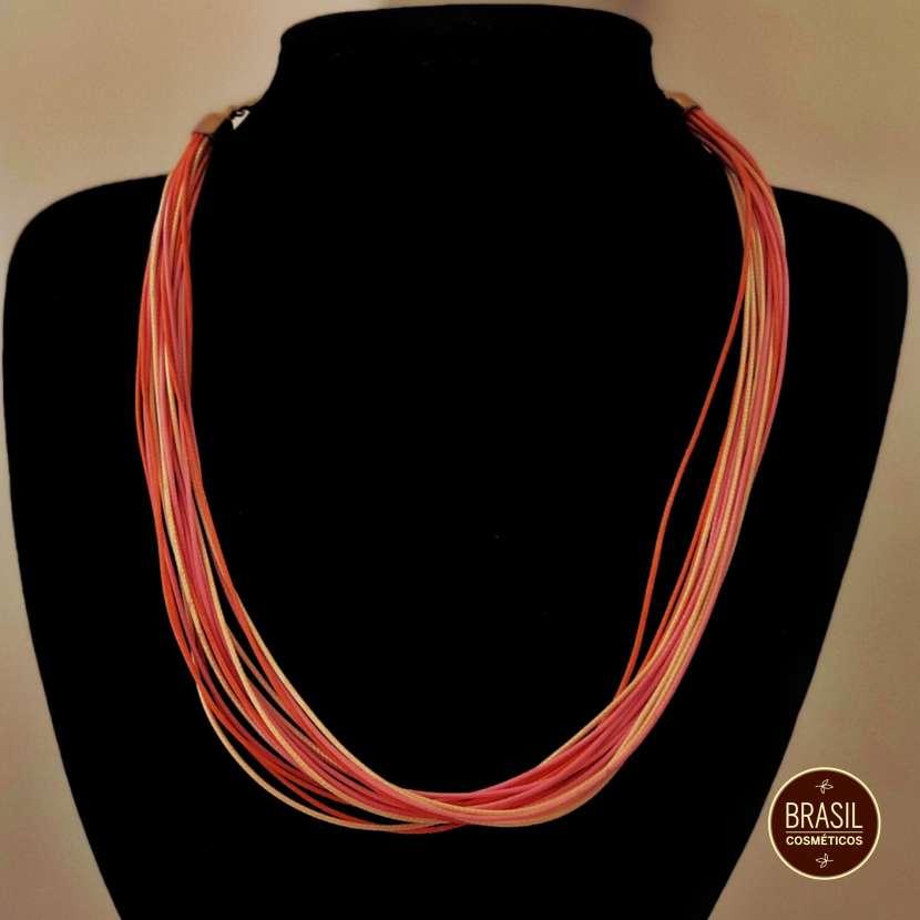 Collar de hilos de colores - 1