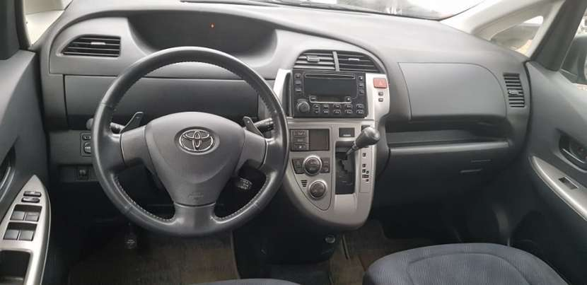 Toyota ractis 2008 - 6