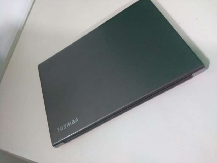 Notebook Toshiba 14 Pulgadas i5 16 GB RAM 240 GB SSD - 6