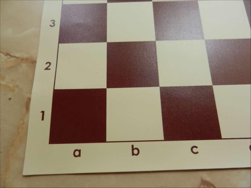 Tablero ajedrez enrollable de vinilo 50x50 cm color burdeos - 3