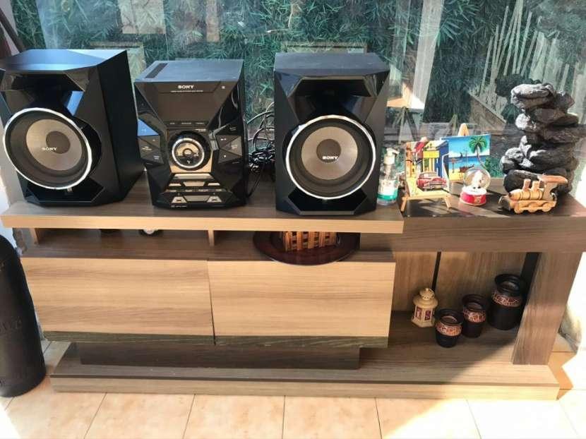 Equipo de sonido con mueble incluido - 0