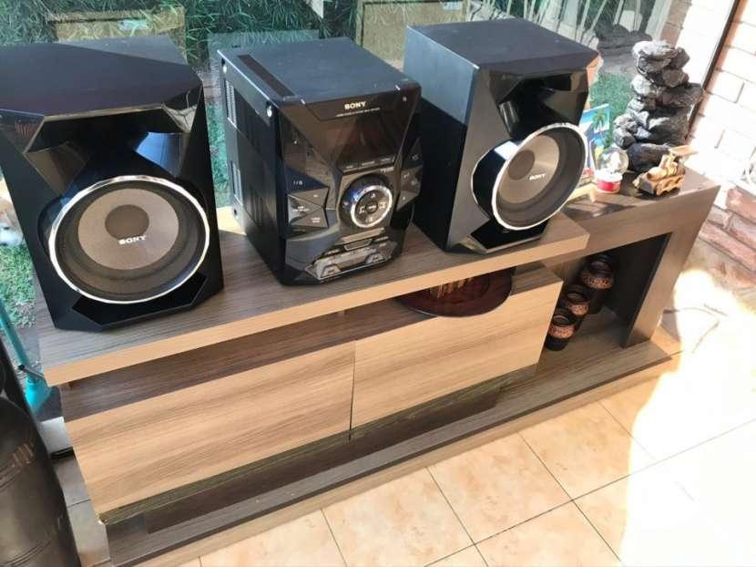 Equipo de sonido con mueble incluido - 1