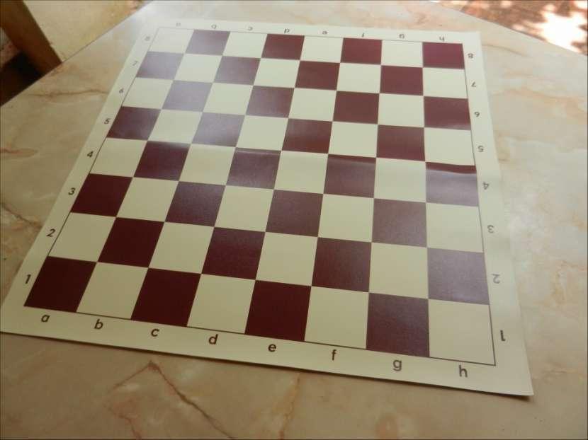 Tablero ajedrez enrollable de vinilo 50x50 cm color burdeos - 5