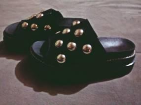 Sandalias con tachas calce 37/38