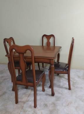 Juego de comedor Reina Ana 4 sillas