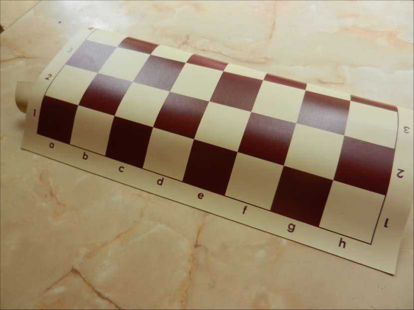 Tablero ajedrez enrollable de vinilo 50x50 cm color burdeos - 2