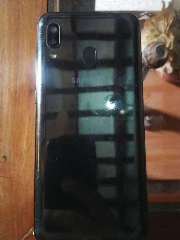 Samsung Galaxy A20 de 32 gb - 1
