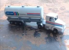juguete camión de madera