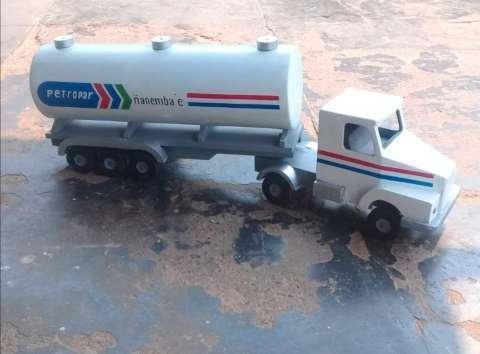 juguete camión de madera - 0