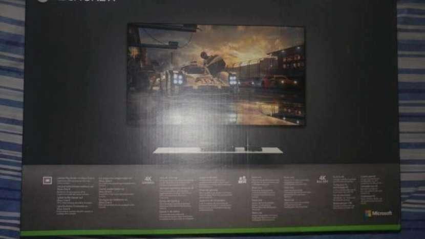 Xbox One X White Edition - 1