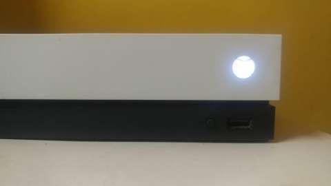 Xbox One X White Edition - 2