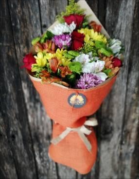 Ramo de flores coloridas Sunflower Flores y algo más