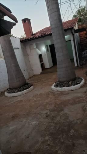 Casa Fdo de la Mora Norte a 2 cuadras de Mcal López