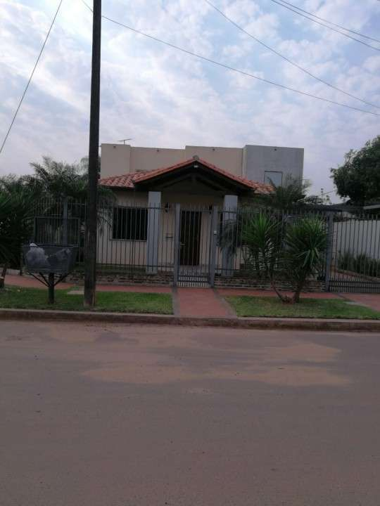 Casa con tinglado en Luque zona CIT - 3