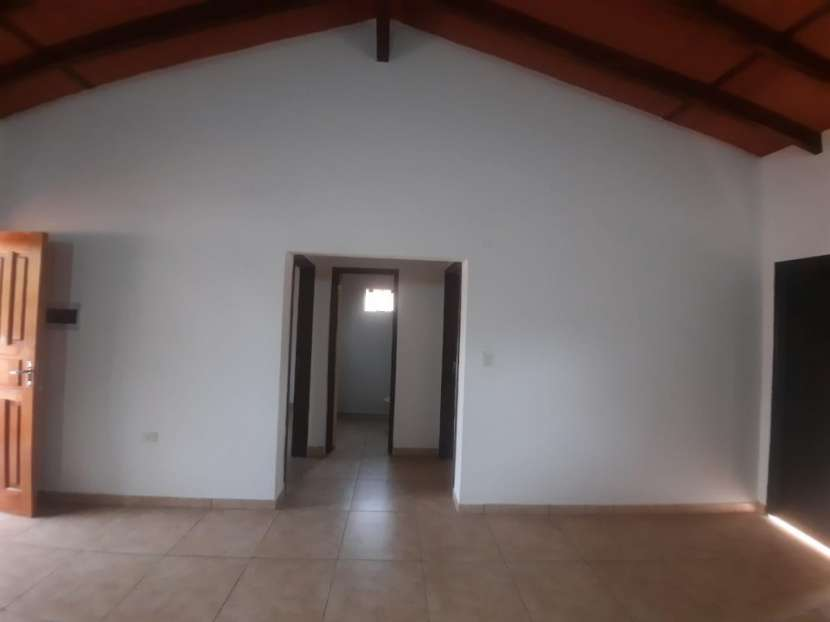 Casa en barrio San Carlos Ñemby - 1