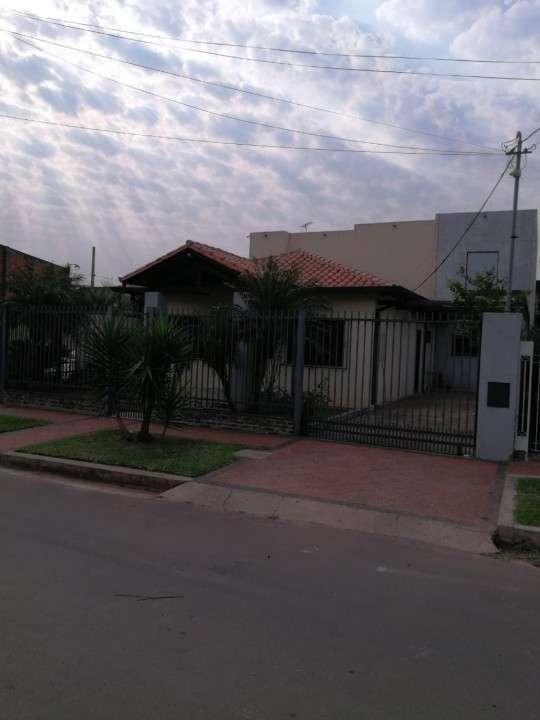 Casa con tinglado en Luque zona CIT - 0