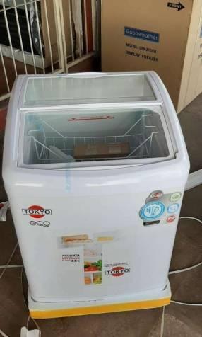 Congelador para helados Tokyo 220 litros vidrio curvo