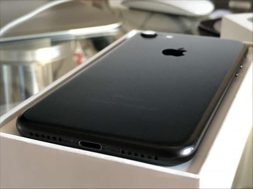iPhone 7 JetBlack de 256 gb - 3