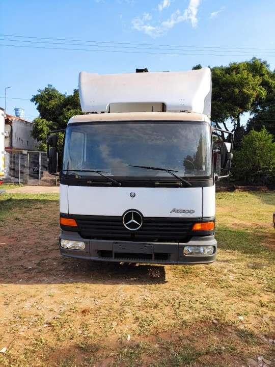 Mercedes Benz Atego 815 2004 refrigerado - 1