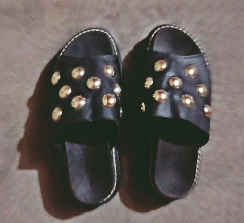 Sandalias con tachas calce 37/38 - 1