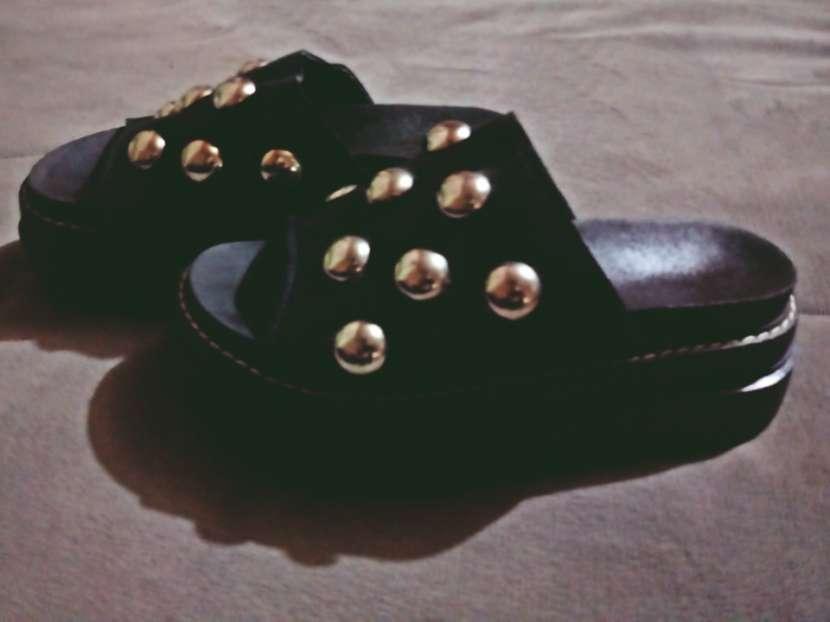 Sandalias con tachas calce 37/38 - 0