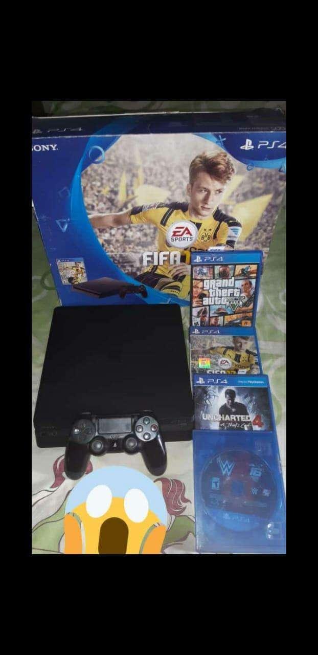 Playstation 4 slim - 0