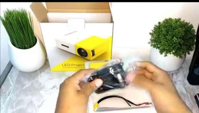 Mini proyector Full HD - 1