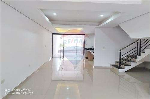 Duplex Con Piscina En Barrio Mburucuya Cod.048 - 7