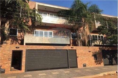 Triplex de 3 pisos sobre Lamas Carísimo esquina Mayor Vera barrio Villa Aurelia - 0