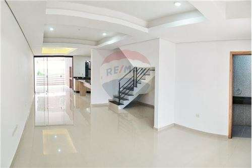 Duplex Con Piscina En Barrio Mburucuya Cod.048 - 3
