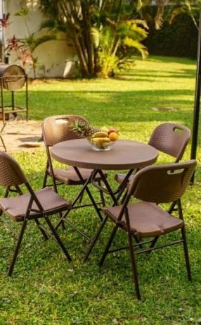 Juego de mesa estilo ratan para jardín