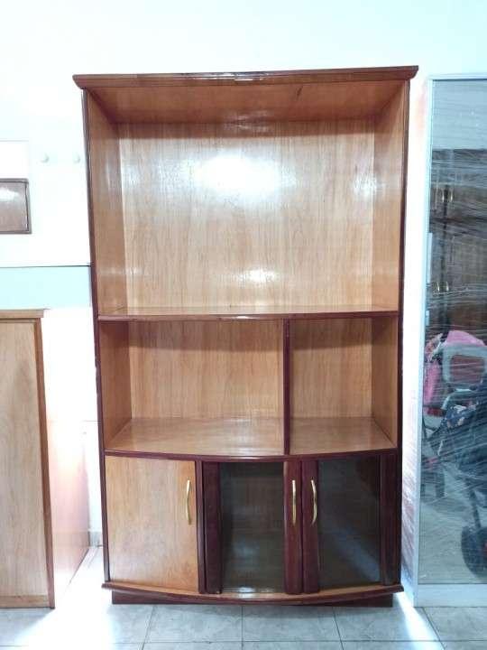 Estante modular de 110 cm para tv con cristalera de madera - 1