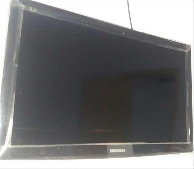 TV Samsung FHD de 24 pulgadas - 1