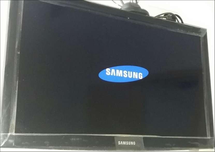TV Samsung FHD de 24 pulgadas - 0